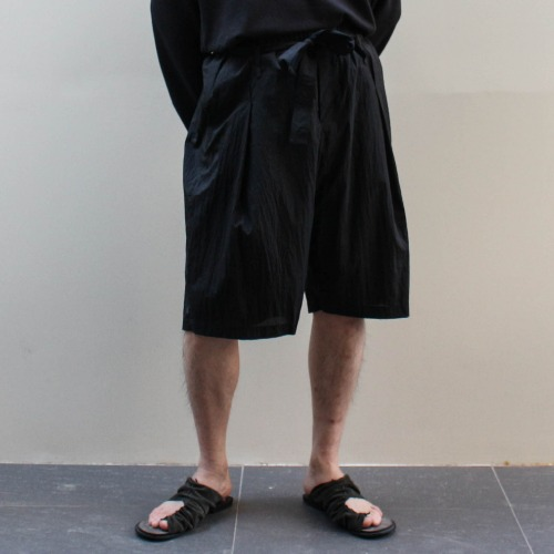 DECONSTRUCTED WAISTBAND SHORTS_BLACK