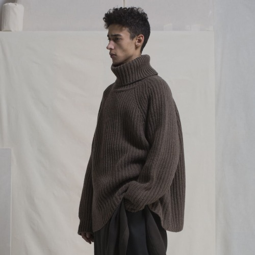 KNITTED TURTLE NECK_BROWN