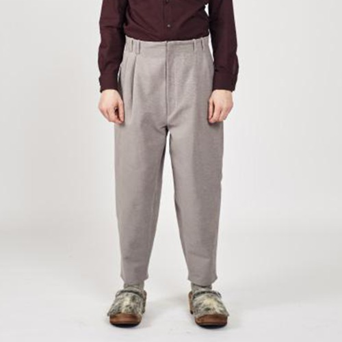 LOOSE CUT TROUSERS WITH DEEP PLEATS; NO WAIST DAND_SOFT GREY