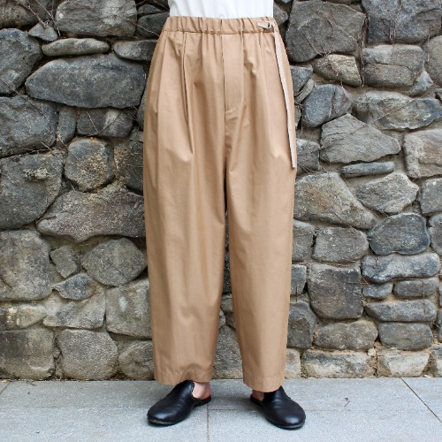 CHINO TUCK WIDE PANTS_BEIGE