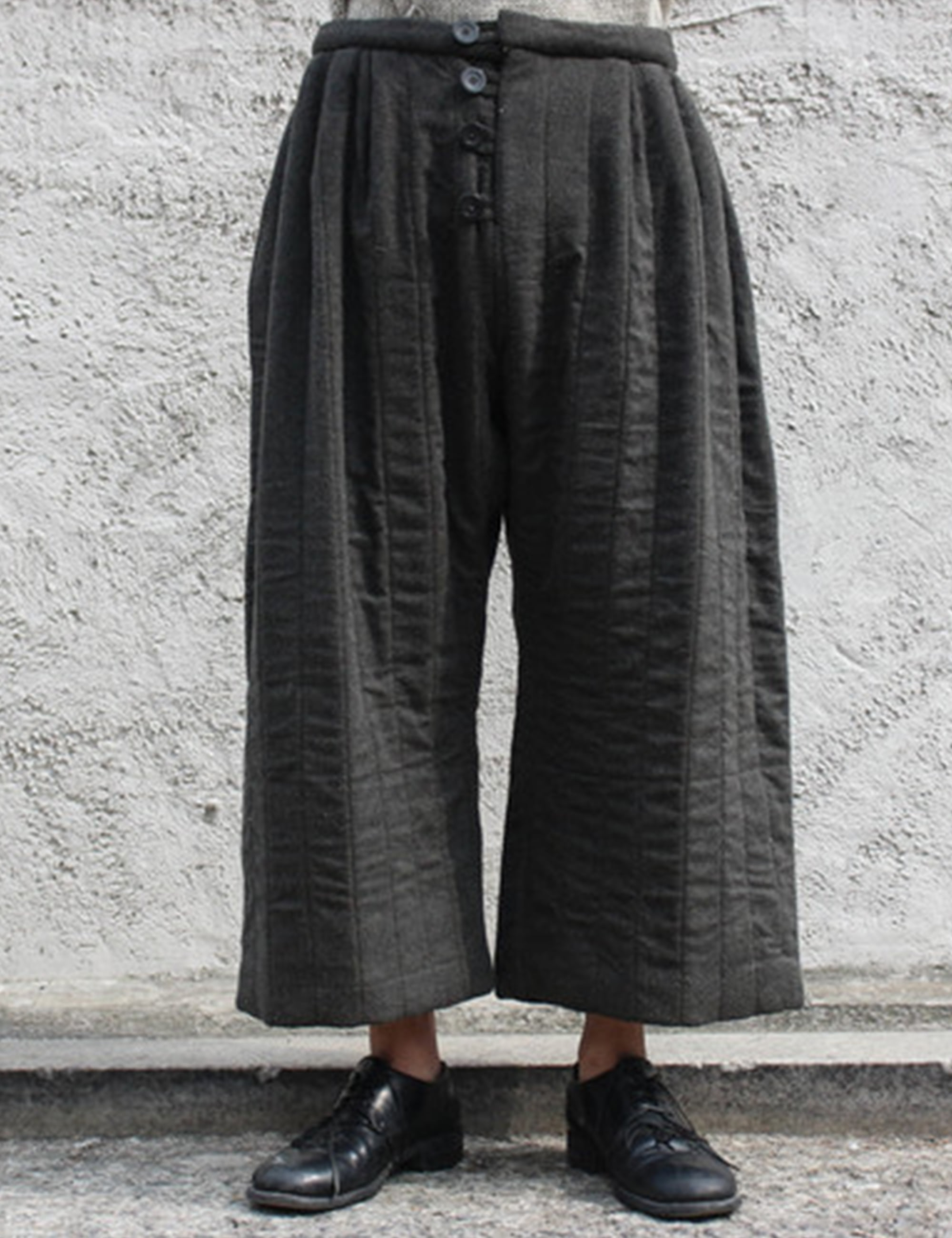 [EXCLUSIVE] QUILTED PANTS_CHARCOAL