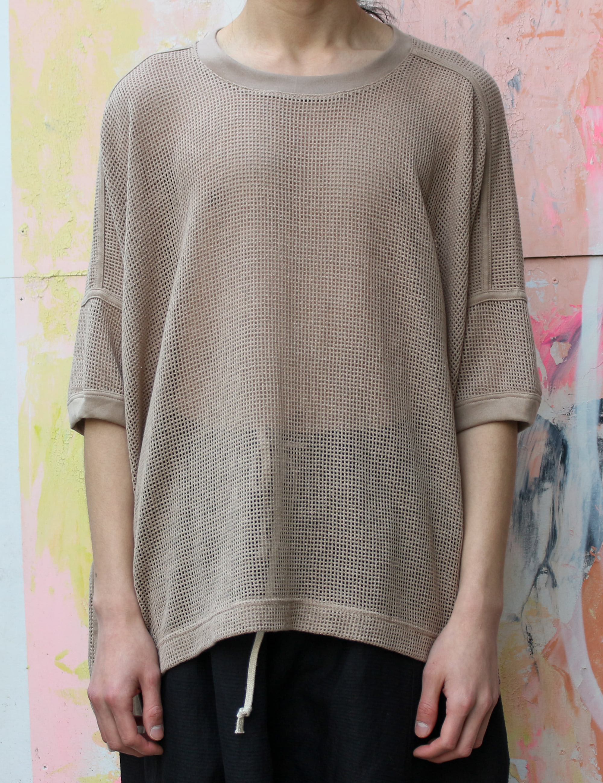 SS WIDE FIT MESH TEE_LIGHT BROWN