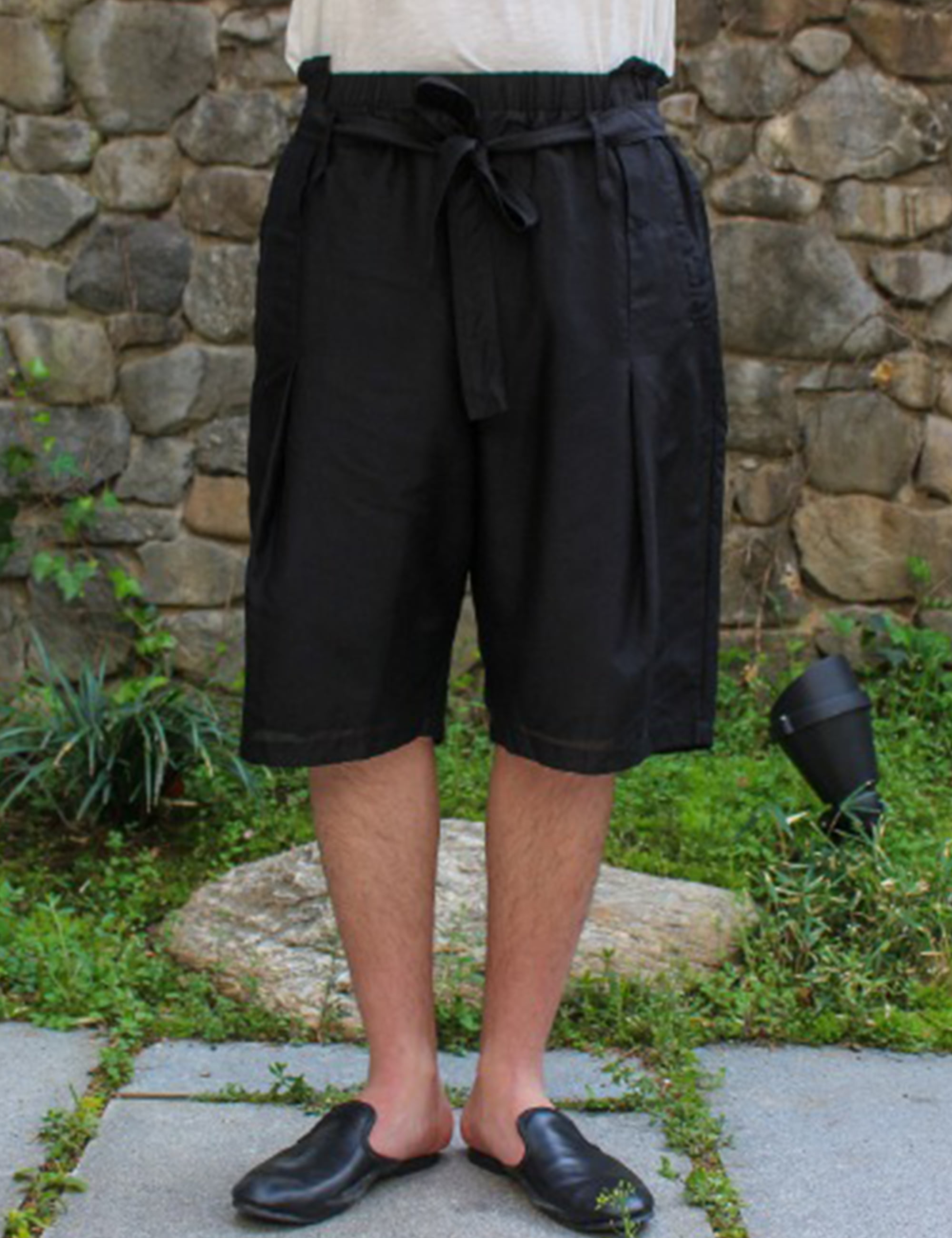 DECONSTUCTED WAISTBAND SHORT PANTS_BLACK