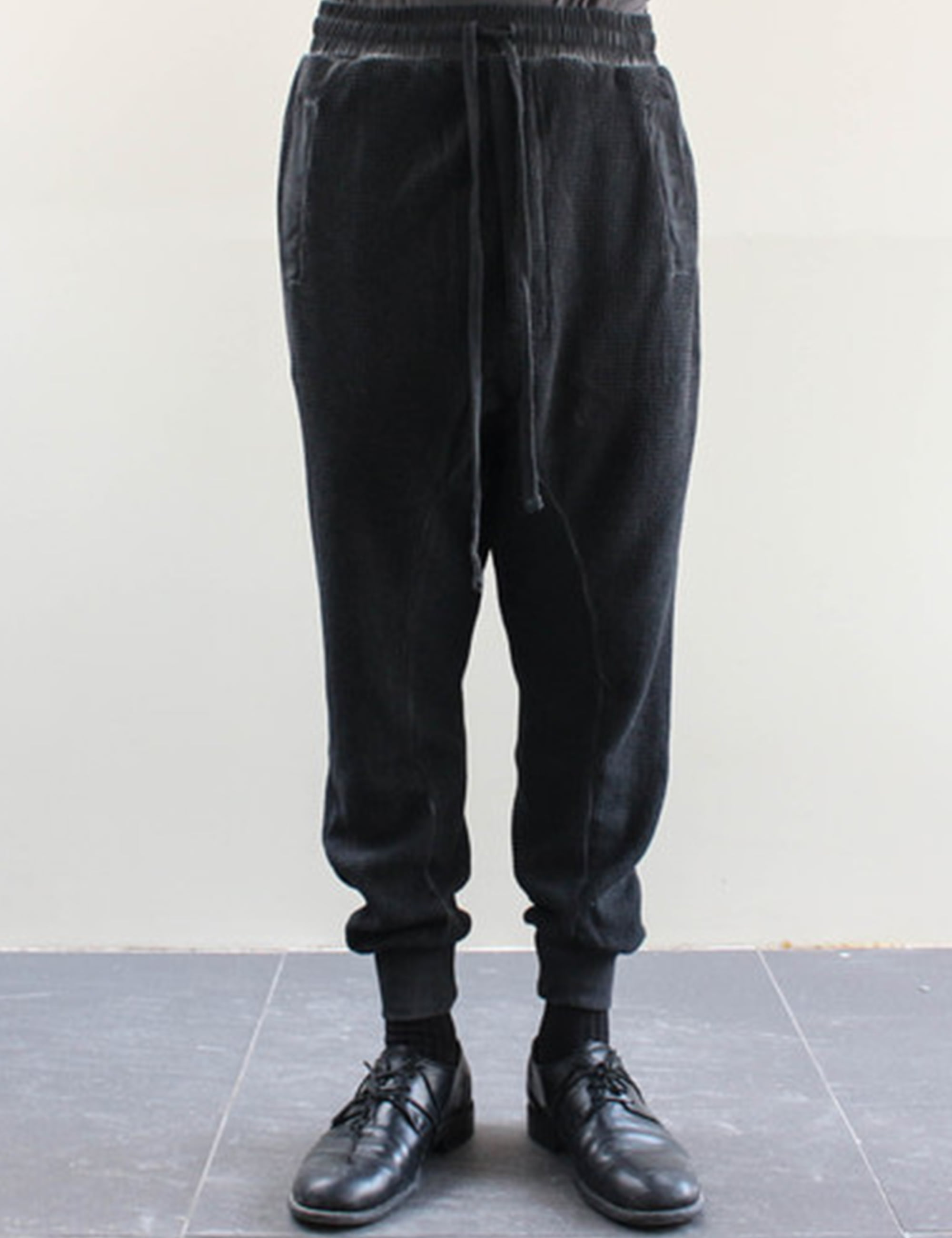 WAFFLED OIL SWEAT PANTS_BLACK