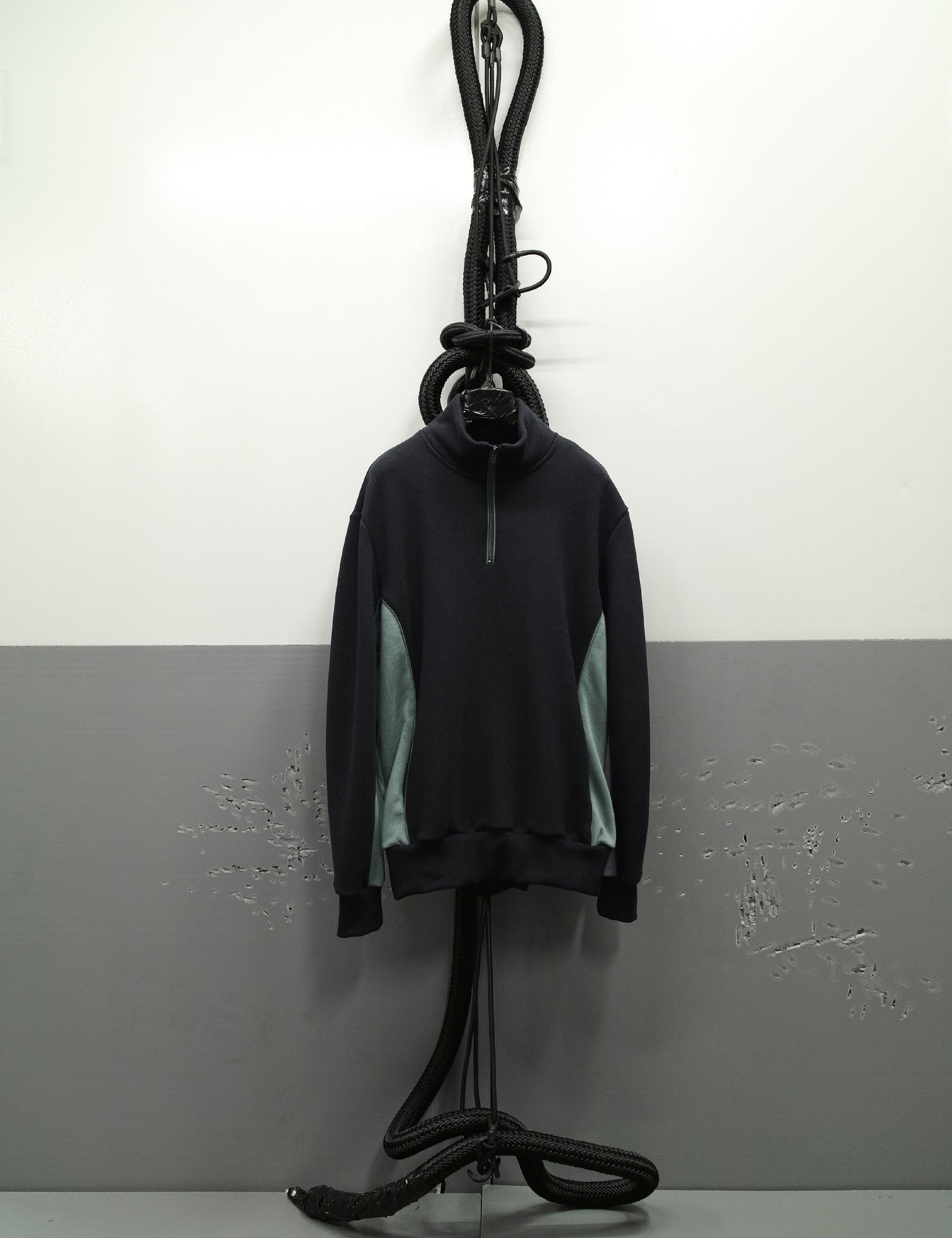 PERFORMANCE_ZIPPED_TRACK TOP_BLACK