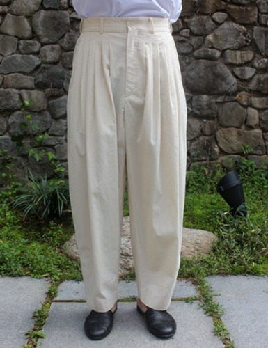 24 PLEAT PANTS_WHITE