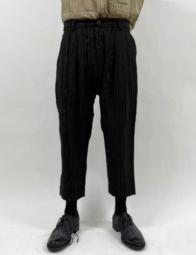 PLEATED DROP-CROTCH CROPPED TROUSERS